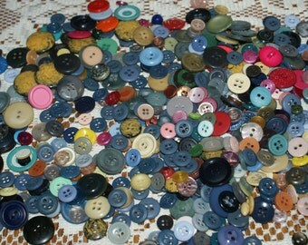 "Bulk Lot Vintage 500 Buttons Mix Colors 3/8"" to 7/8 in size , Lot 1547"