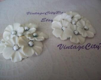 Vintage 1950s White Flower Earrings, Vintage Flower Clip Earrings, Vintage Costume Jewelry