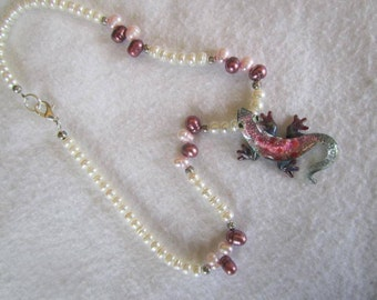 glass gecko necklace, pearl necklace, handmade glass gecko, freshwater pearl jewelry, tropical jewelry, lizard pendant