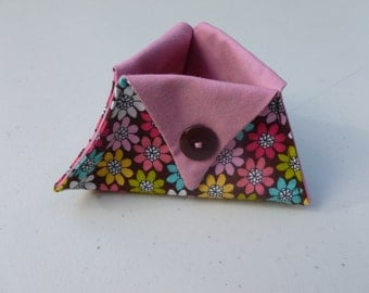 Floral print thread catcher for sewing and craft projects