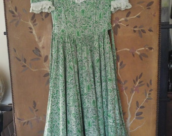 70s green and white maxi prairie dress with full skirt and matching bonnet hat