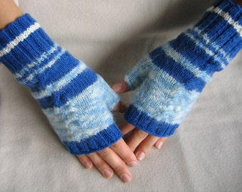 Hand knitted fingerless gloves. Patterned gloves. Hand knitted arm warmers. Patterned fingerless gloves. Dark blue, white. Patterned gloves