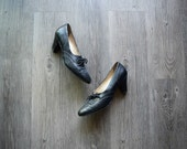 50% SALE . Black leather oxford shoes . vintage heeled oxford shoes . size 6.5 7