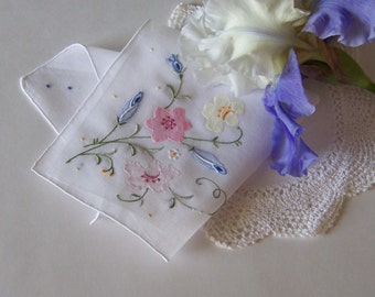 Wedding Hanky Mother of the Bride or Groom Gift, Floral Bouquet Appliqued Handkerchief with Complimentary Gift Envelope for Spring