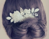 White Flower Wedding Hair Comb Bridal Hair Pin Elegant Boho Chic Hair Adornment for Bride Romantic Vintage Design, Leaves, Rhinestone, Pearl