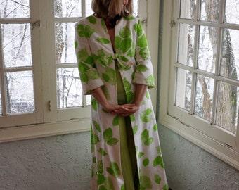 Leaf Print Cotton Damask Summer Coat/Vintage 1960/Fresh White Lime Green/Beach Patio Hostess Robe/Size Small