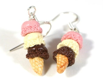 Three scoop Neapolitan ice cream earrings, Ice cream earrings, polymer clay earrings, Polymer clay charms, Food jewelry, Neapolitan colour,