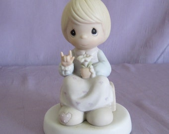 Precious Moments Figurine A Universal Love Vintage 1992