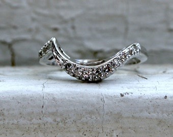 Curved Pave Vintage 14K White Gold Diamond Wedding Band - 0.24ct.