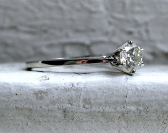 Beautiful Vintage 14K White Gold Diamond Solitaire Engagement Ring - 0.59ct