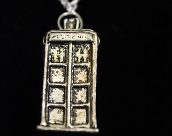 3D TARDIS - Doctor Who inspired Necklace