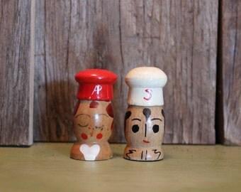 Salt and Pepper Shakers Wood Man Woman Kitsch Handpainted Serving Vintage 1960s 60s (J)