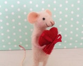 Needle felted mouse, valentine mouse, dollhouse mouse, love mice, miniature mouse, needle felted mouse, art mouse, love mouse, heart