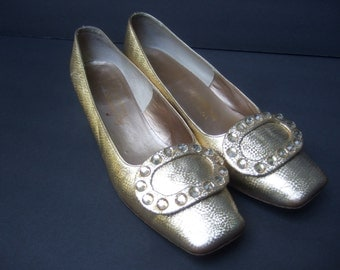 SAKS FIFTH AVENUE Gold Metallic Jeweled Pumps c 1970