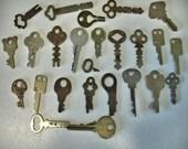 Vintage Lot of 25 Flat Keys Rustic Keys Furniture Keys Crafts Altered Art Steampunt Lot no. 50KK