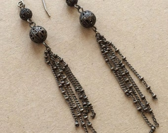 80s 90s boho vintage gothic gun metal gray metal dangle chain tassle pierced earrings with filigree beads