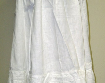 Christmas in Sept Sale Mid-19th Century White Cotton Underpetticoat