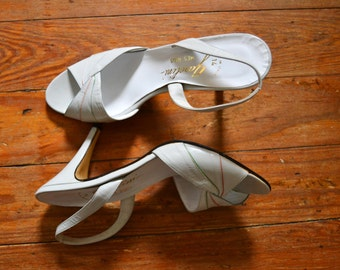 vintage 1970s gray heels with colorful details / open toe Italian leather shoes / white leather and gold slingback shoes/ size 7 / size 7.57