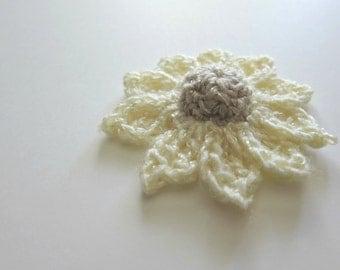 "1pc 3"" Crochet Ivory DOME DAISY Applique"