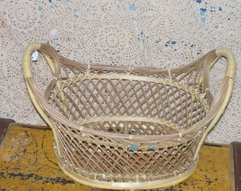 Oval Wicker Basket Very Pretty,Vintage Basket,Basket,Bread Basket,Fruit,  :)Not included in Coupon Sale /S