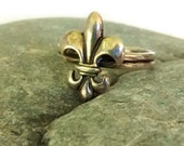 ON SALE Vintage Sterling Silver Fleur de Lis Ring, Size 6