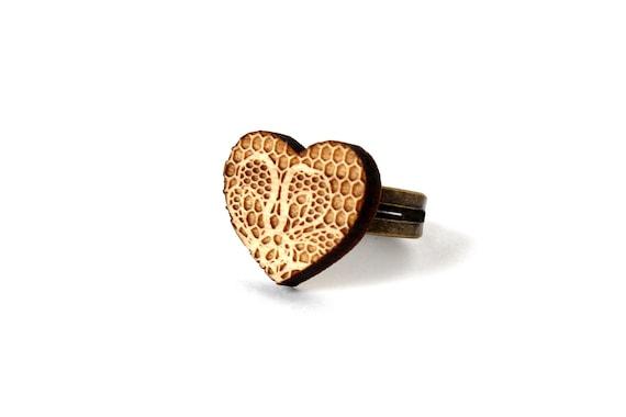 Heart ring with lace pattern - heart shaped wooden ring - lasercut maple wood - lasercut minimalist jewelry - Valentine - romantic - wedding