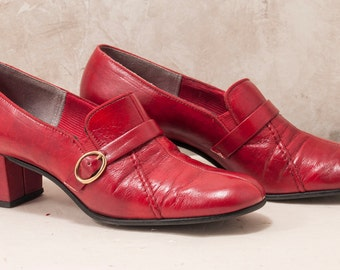 1960s red buckle pumps. 2 inch heel. Sensible, fashionable, lovely! Red Cross, Divine