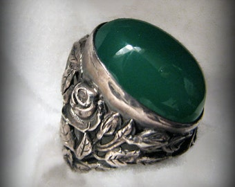 Vintage ART NOUVEAU ROSE Ring -- Green Chrysoprase in Sterling Silver, Beautifully Detailed, Size 4-3/4