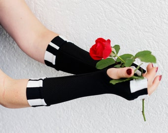 Cozy Black and White striped arm warmers fingerless gloves  -mittens victorian goth yoga stripes cycling  Hand Warmers  handschuhe stulpen