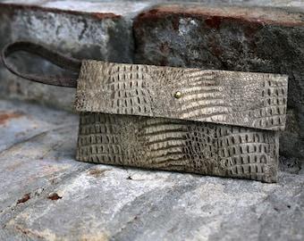 Ergo Wristlet - Beige Embossed Leather