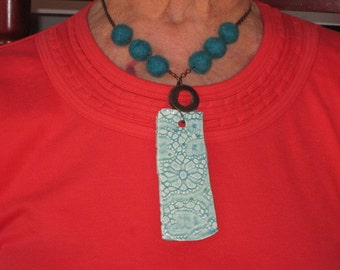 Ceramic lace and wool necklace