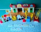 Vintage Fisher Price #2500 Main Street Ramps Mail Jobs Little People Accessories Near Complete Set Collectible Toy