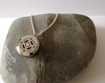 Aromatherapy necklace,Essential oil necklace,Essential oil diffuser,Essential oil,Locket necklace,Essential oil locket,Silver Locket,Celtic