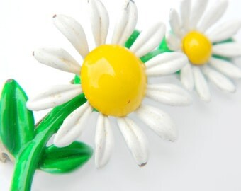 Flower Power Daisy Brooch Mod White And Yellow Enamel Collectible Summer Jewelry For Women Enamel Mod Mid Century Flower Power Pin