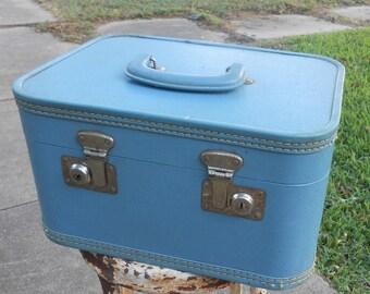 Vintage Blue Plastic Train Case Retro Suitcase Travel Luggage Carry On Make up Storage Case