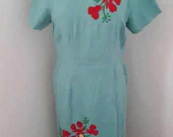Pretty vintage 1950s embroidered floral linen wiggle style dress
