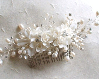 Bridal headpiece. Wedding Decorative Comb. White Flower hairpiece. Pearl hair comb. Bridal hair comb. Wedding hair accessories.  Hair comb.