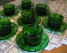 8 cups and saucers emerald green Vereco