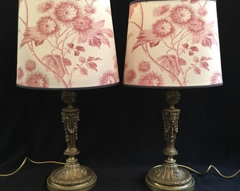 A pair of antique bronze Empire lamps with garlands. Cc01