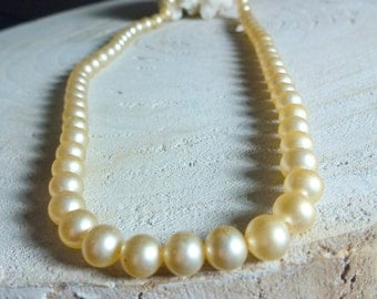 short glass pearl necklace- 50s necklace