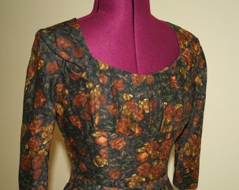 Incredible 50s shelf bust wiggle dress in Watercolor autumn print with original belt
