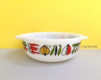 JAJ Pyrex 'Harvest' #2184 easy-grip round casserole dish (c. 1961-67)