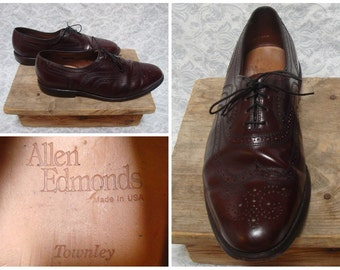 Vintage Retro Men's Allen Edmonds Wingtips Brogues Townley Dress Shoes Brown Leather size Mens 8 E Made in the USA