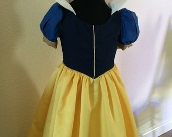 Snow White Costume size 2, 3 ,or 4 only