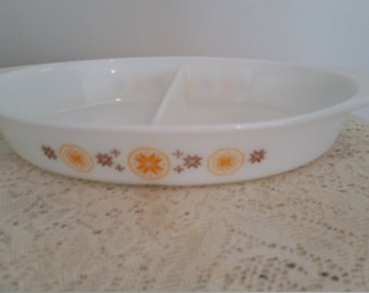 Pyrex divided dish ,1.5 qt divided casserole, Town & Country pattern ~Advertised as the snack dish by Pyrex