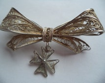 Vintage Unsigned Silvertone Filigree Maltese Cross Bow Dangler Brooch/Pin