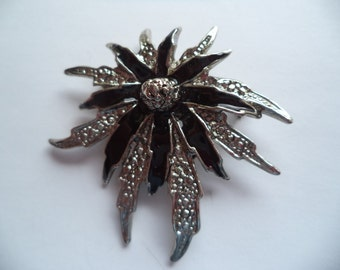 Vintage Unsigned Silvertone/Black Abstract Flower Brooch/Pin