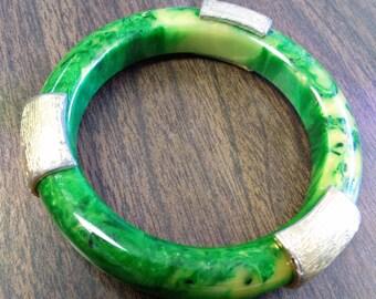 Beautiful Bakelite Green Yellow Swirl Bangle Bracelet