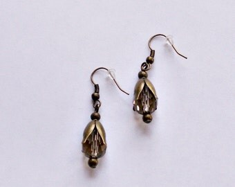 """Earrings """"Topasfarbener drops of glass with facet in the calyx"""", bronze"""