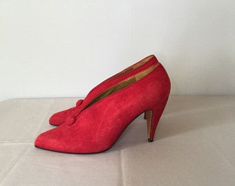80s red leather heels / suede fire engine red winged high heels